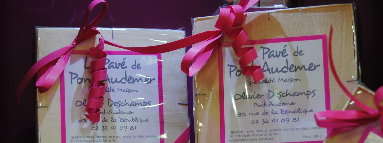Le Pavé de Pont-Audemer LePavé de Pont-Audemerest un chocolat praliné feuilleté, Noisette et Amande, enrobé de chocolat noir ou de chocolat au lait, 1
