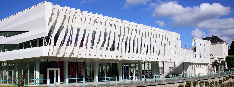 Médiathèque La Page à Pont-Audemer Petits et grands trouveront à la médiathèque La Page, un large choix de supports : des livres, des magazines, 1